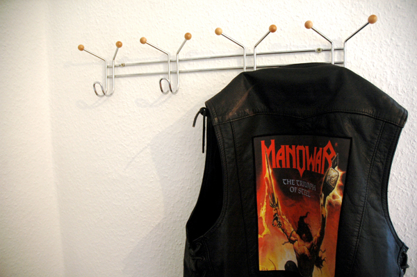 "Manowar-Weste mit Backpatch von ""Triumph Of Steel""."